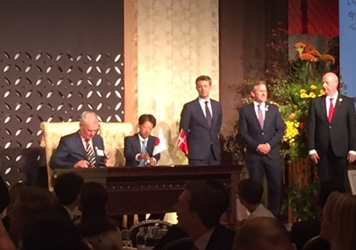 Owner of THORNICO, Thor Stadil signing the order with Mr. Iwatsuki President of Sansyu Syokuhin Co. Ltd. On the right, HRH Crown Prince of Denmark, Foreign Minister of Denmark and the Danish ambassador to Japan