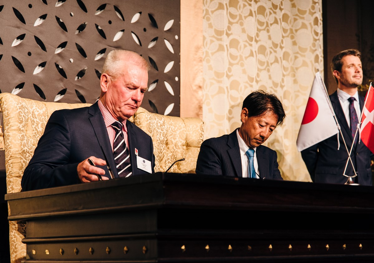 Owner of THORNICO, Thor Stadil signing the order with Mr. Iwatsuki President of Sansyu Syokuhin Co. Ltd. In the background, HRH Crown Prince of Denmark